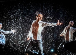 Шоу под дождем 3